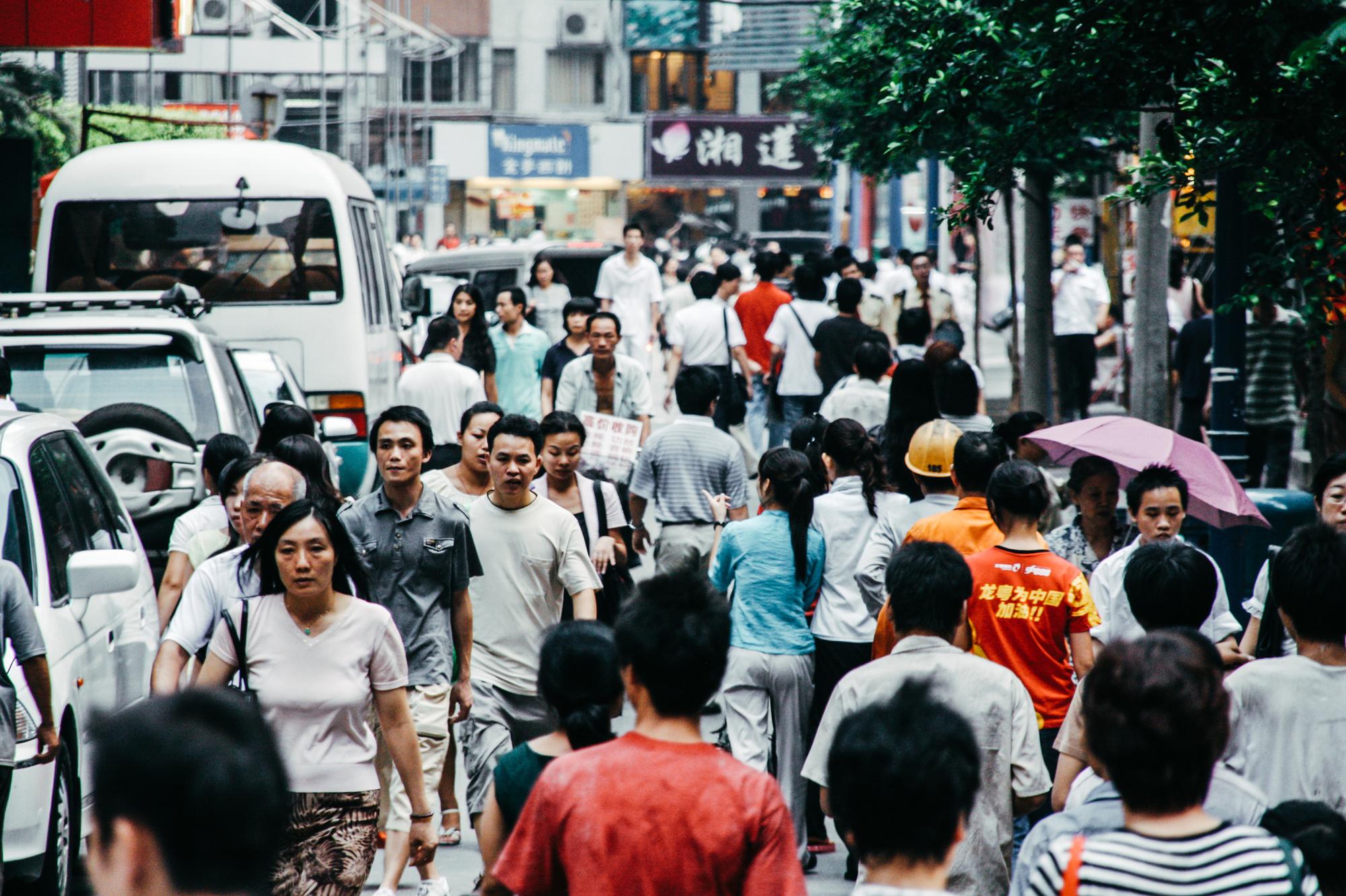 Calle en Pekín llena de gente
