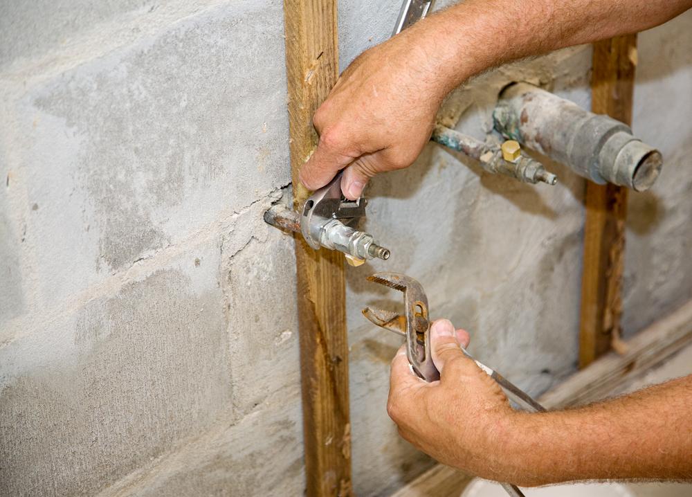 Trabajos de fontanería en la reforma de una cocina
